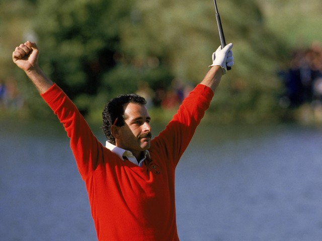 Torrance of the European Team celebrates after holing the putt on 18 to secure victory in the Ryder Cup on September 15, 1985