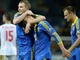 Ukraine's defender Oleksandr Kucher (L), forward Yevhen Konoplyanka (C) and defender Vyacheslav Shevchuk celebrate a goal on October 9, 2014
