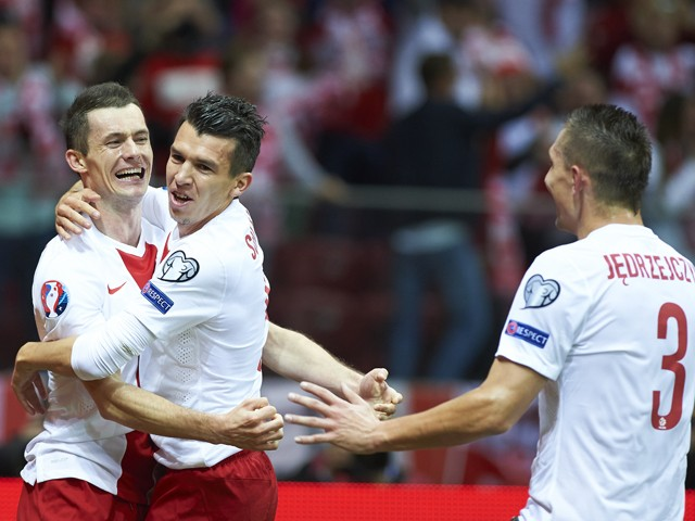 Poland's Krzysztof Maczynski celebrates with teammates after scoring during the UEFA EURO 2016 qualifying match between Poland and Scotland on October 14, 2014