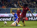 Roma's forward from Ivory Coast Gervinho fights for the ball with Sampdoria's defender Vasco Regini during the Italian Serie A football match Sampdoria vs AS Roma on October 25, 2014