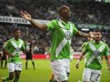Wolfsburg's Brazilian defender Naldo (C ) celebrates scoring the opening goal during the German First division Bundesliga football match VfL Wolfsburg v 1 FSV Mainz 05 on October 26, 2014