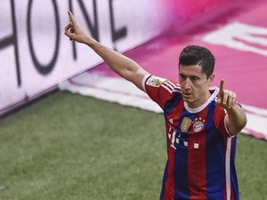 Bayern Munich's Polish striker Robert Lewandowski celebrates scoring during the German first division Bundesliga football match FC Bayern Muenchen vs 1899 Hoffenheim, in Munich southern Germany, on November 22, 2014