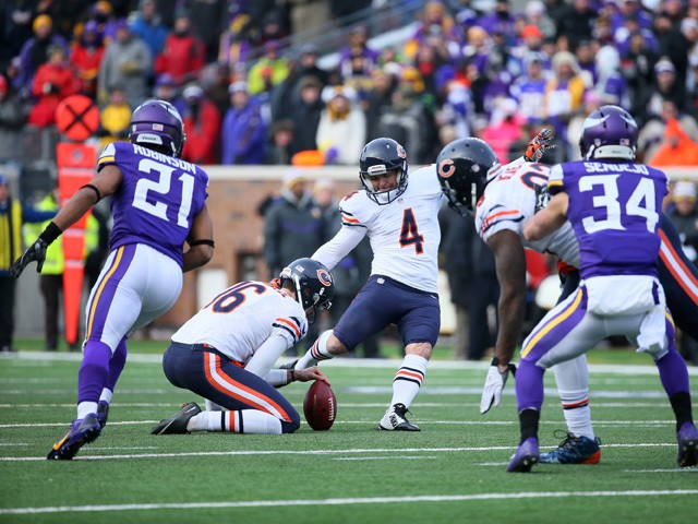 Jay Feely #4 of the Chicago Bears kicks a field goal to tie the game against the Minnesota Vikings during the second quarter on December 28, 2014