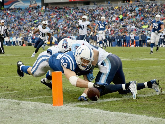 Jack Doyle #84 of the Indianapolis Colts reaches to score a touchdown during the game against the Tennessee Titans at LP Field on December 28, 2014