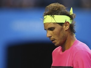 Rafael Nadal looks downbeat during his second-round match on day three of the Australian Open on january 21, 2015