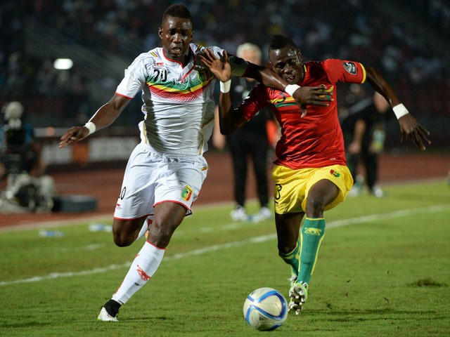 Mali's forward Modibo Maiga vies with Guinea's defender Issiaga Sylla during the 2015 African Cup of Nations group D football match between Guinea and Mali in Mongomo, on January 28, 2015