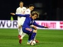 Norway's forward Martin Linnes (L) vies with Croatia's midfielder Luka Modric during the Euro 2016 qualifying football match between Croatia and Norway on March 28, 2015