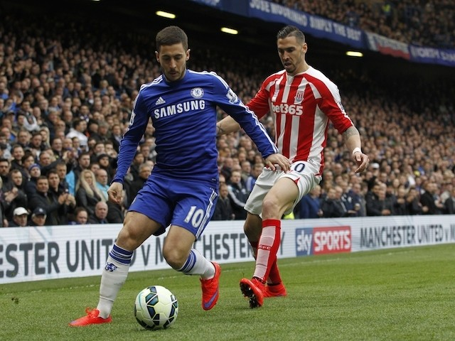 Stoke City's US defender Geoff Cameron (R) challenges Chelsea's Belgian midfielder Eden Hazard (L) during the English Premier League football match between Chelsea and Stoke City at Stamford Bridge in London on April 4, 2015