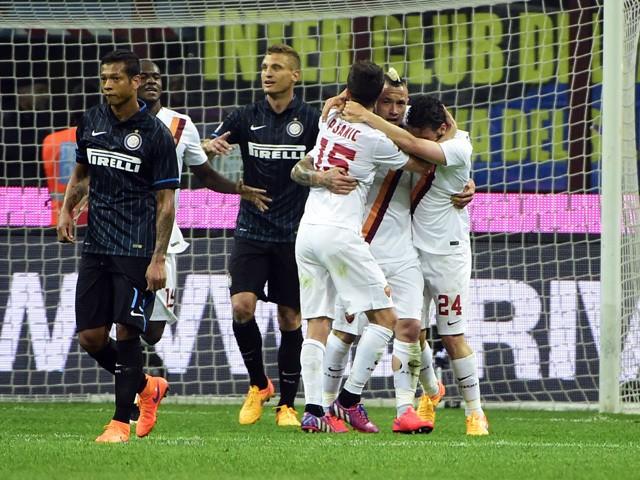 Roma's midfielder from Belgium Radja Nianggolan celebrates after scoring during the Italian Serie A football match Inter Milan vs Roma on April 25, 2015