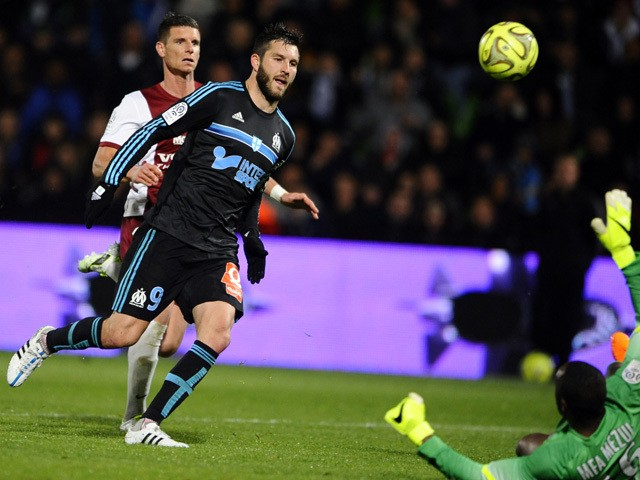 Marseille's French forward Andre-Pierre Gignac scores a goal despite of Metz' French Gabonese goalkeeper Anthony Mfa during the French L1 football match between Metz and Marseille on May 1, 2015