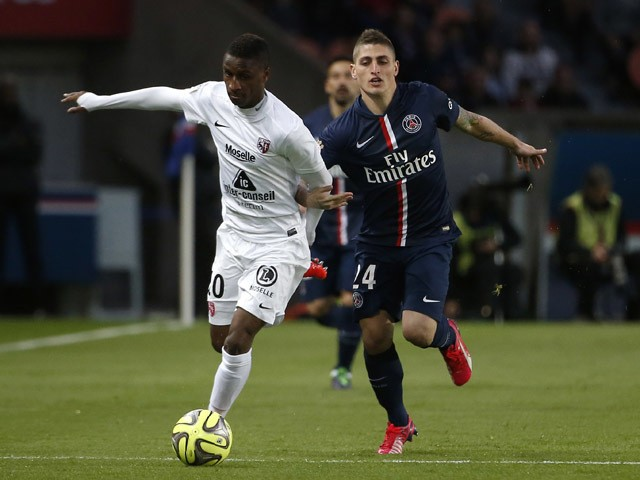 Metz's Malian forward Modibo Maiga vies for the ball with Paris Saint-Germain's Italian midfielder Marco Verratti during the French L1 football match between Paris Saint-Germain (PSG) and FC Metz at the Parc des Princes stadium in Paris on April 28, 2015