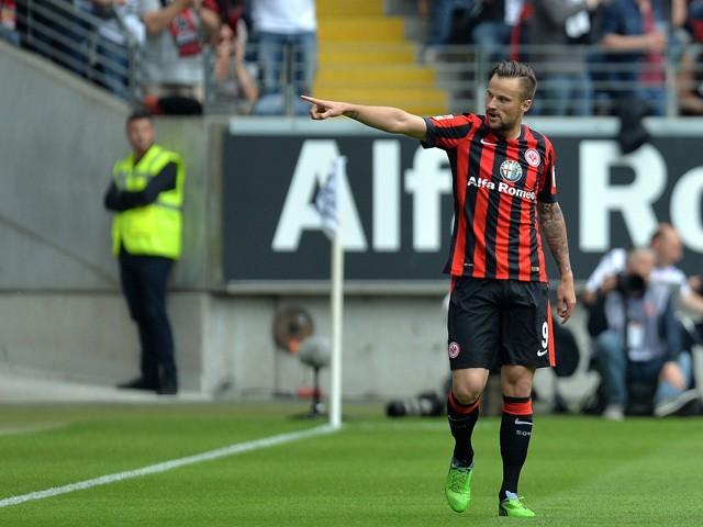 Report aston villa monitoring eintracht frankfurt striker for Villa eintracht