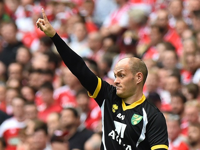 Norwich City's Scottish manager Alex Neil gestures from the touchline during the English Championship play off final football match between Middlesbrough and Norwich City at Wembley Stadium in London on May 25, 2015