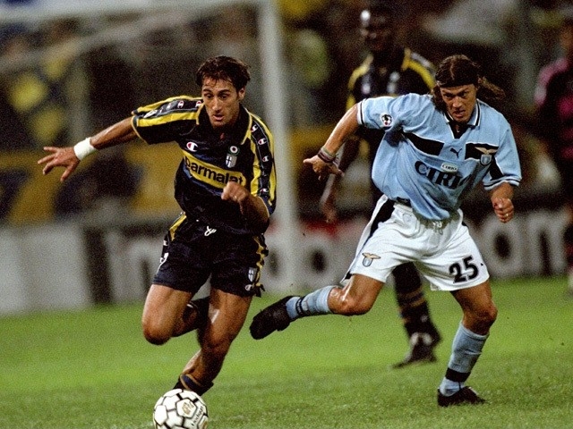 Diego Fuser of Parma and Matias Almeyda of Lazio in action during the Serie A match between Parma and Lazio played at the Stadio Ennio Tardini, Parma, Italy