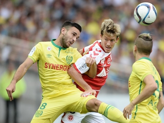 Nantes' French midfielder Adrien Thomasson (L) vies with Reims' French defender Franck Signorino during the French L1 football match between Nantes and Reims on August 22, 2015