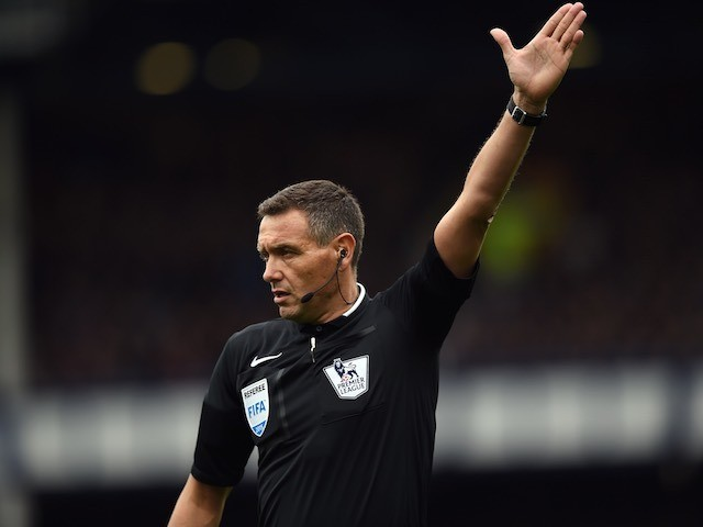 Andre Marriner officiates the match between Everton and Chelsea on September 12, 2015