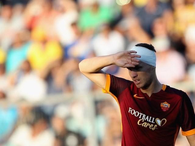 A bandaged Edin Dzeko in action for Roma against Frosinone on September 12, 2015