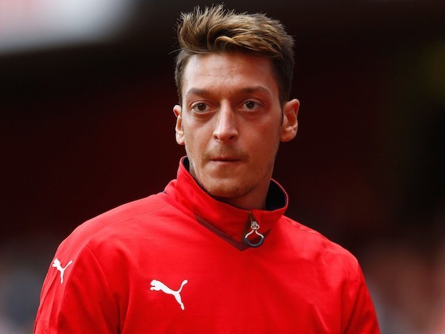 Mesut Ozil warms up prior to Arsenal's match with Stoke on September 12, 2015