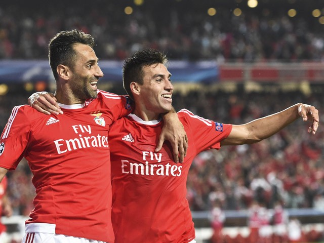 Benfica's Argentinian midfielder Nico Gaitan (R) celebrates a goal with teammate Brazilian forward Jonas Oliveira (L) during the UEFA Champions League football match SL Benfica vs FC Astana at the Luz stadium in Lisbon on September 15, 2015