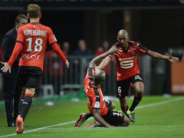 Rennes' Ivorian forward Giovanni Sio (C) is congratulated by his teammates on scoring during the French L1 football match between Rennes and Lille on September 18, 2015 at the Roazhon Park in Rennes, western France.