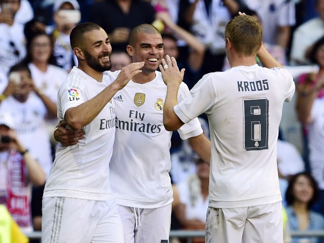 Real Madrid's French forward Karim Benzema (L) celebrates with Real Madrid's Portuguese defender Pepe (C) and Real Madrid's German midfielder Toni Kroos after scoring a goal during the Spanish league football match Real Madrid CF vs Granada FC at the Sant