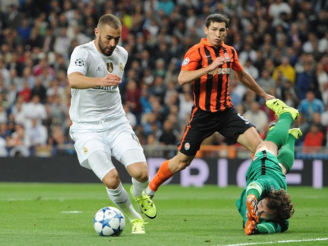 Karim Benzema of Real Madrid beats Andriy Pyatov of Shakhtar Donetsk, but does not socre during the UEFA Champions League Group A match between Real Madrid and Shakhtar Donetsk at estadio Santiago Bernabeu on September 15, 2015