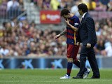 Barcelona's Argentinian forward Lionel Messi (L) leaves the picht after being injured during