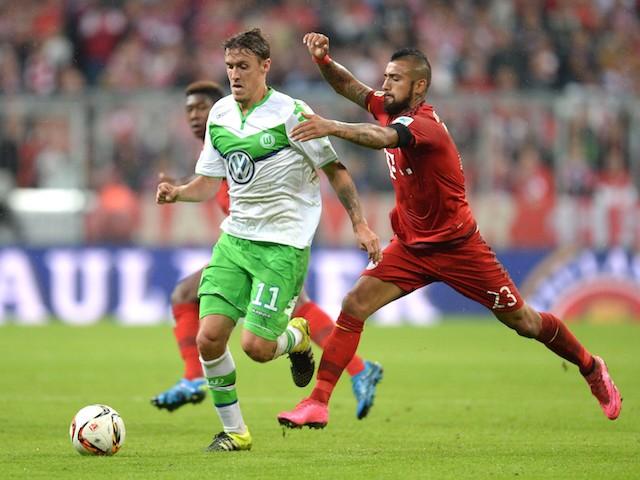 Bayern Munich's Chilian midfielder Arturo Vidal (R) and Wolfsburg's striker Max Kruse (L) vie for the ball during the German first division Bundesliga football match FC Bayern Muenchen vs VfL Wolfsburg in Munich, on September 22, 2015.