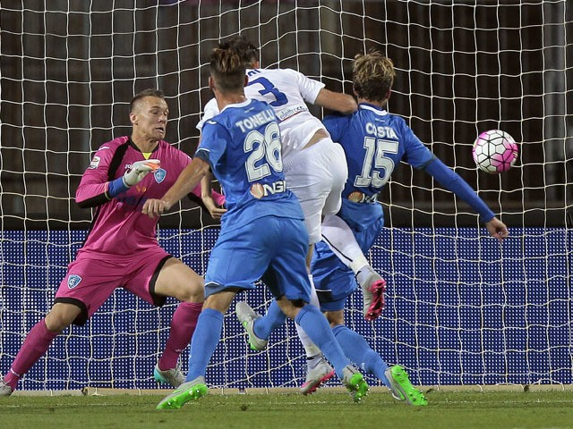Rafael Toloi #3 of Atalanta BC scores the opening goal during the Serie A match between Empoli FC and Atalanta BC at Stadio Carlo Castellani on September 23, 2015