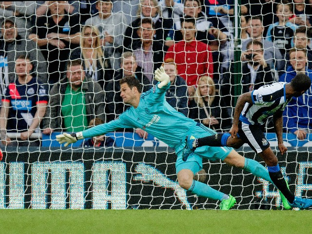 Georginio Wijnaldum of Newcastle United scores his team's second goal past Asmir Begovic of Chelsea during the Barclays Premier League match between Newcastle United and Chelsea at St James' Park on September 26, 2015 in Newcastle upon Tyne, United Kingdo