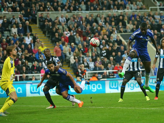 Chelsea's Brazilian midfielder Ramires (C) tries to head Willian's freekick which goes on to beat Newcastle United's Dutch goalkeeper Tim Krul (L) for Chelsea's second goal during the English Premier League football match between Newcastle United and Chel