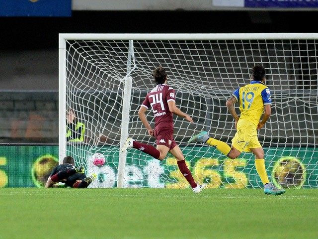 Lucas Nahuel Castro #19 of Chievo Verona scores his team's opening goal during the Serie A match between AC Chievo Verona and Torino FC at Stadio Marc'Antonio Bentegodi on September 23, 2015