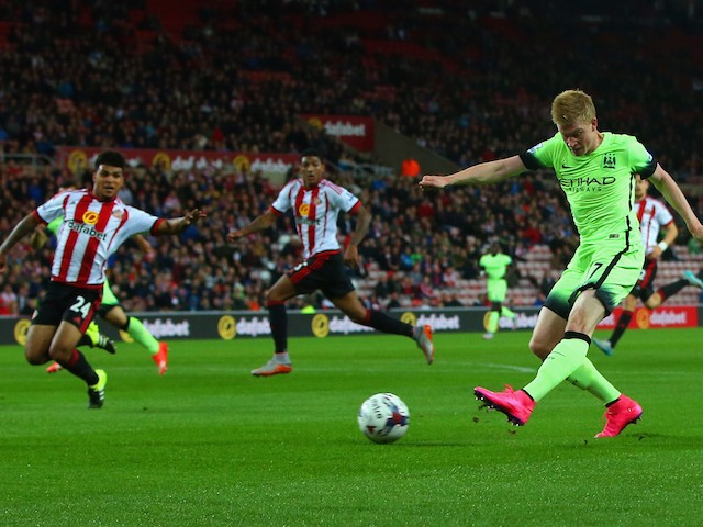 Kevin de Bruyne of Manchester City scores their second goal during the Capital One Cup third round match between Sunderland and Manchester City at Stadium of Light on September 22, 2015 in Sunderland, England.