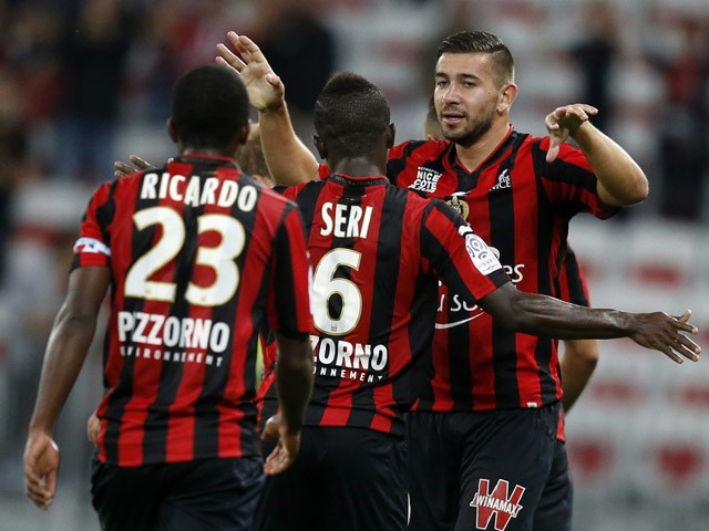 Nice's French forward Mickael Le Bihan (R) celebrates with teammates after scoring a goal during the French L1 football match Nice (OGC Nice) vs Bordeaux (GB) on September 23, 2015