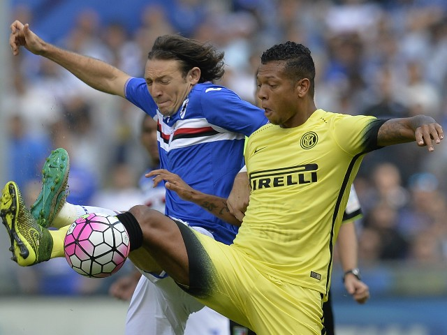 Inter Milan's midfielder from Colombia Fredy Guarin (R) fights for the ball with Sampdoria's midfielder from Paraguay Edgar Barreto during the Italian Serie A football match Sampdoria vs Inter Milan on October 4, 2015 at Luigi Ferraris Stadium in Genoa.