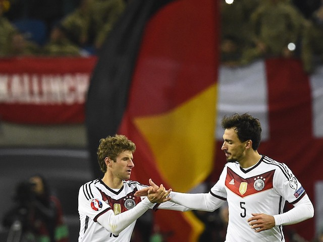Germany's defender Mats Hummels (R) gratulates Germany's midfielder Thomas Mueller after scoring during the Euro 2016 Group D qualifying football match between Germany and Georgia in Leipzig, eastern Germany, on October 11, 2015.