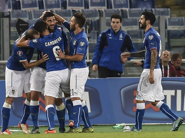 Italy's forward Graziano Pelle (2ndL) celebrates with teammates after scoring during the Euro 2016 qualifying football match between Italy and Norway at Rome's Olympic stadium, on October 13, 2015