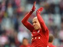 Bayern Munich's Dutch midfielder Arjen Robben applauds as he arrives for the warm up the German first division football Bundesliga match between FC Bayern Munich and FC Cologne on October 24, 2015
