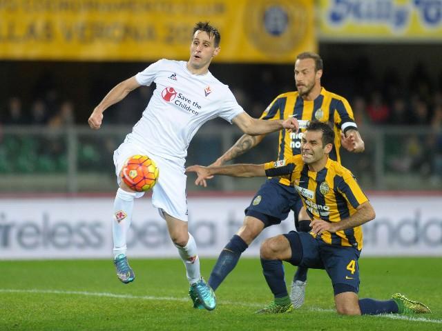 Rafael Marquez (R) of Hellas Verona scores an own goal during the Serie A match between Hellas Verona FC and ACF Fiorentina at Stadio Marc'Antonio Bentegodi on October 28, 2015 in Verona, Italy.