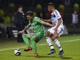 Lyon's French midfielder Corentin Tolisso (R) vies with Saint-Etienne's French forward Nolan Roux during the French L1 football match Lyon vs Saint-Etienne on November 8, 2015