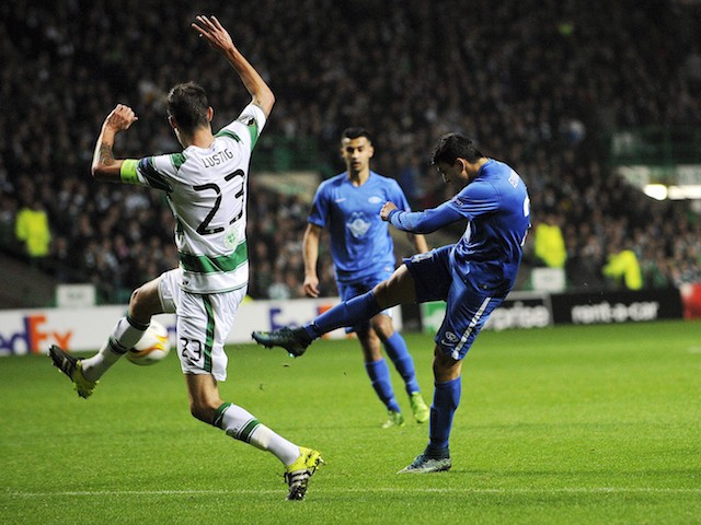 Molde FK's Norwegian forward Mohamed Elyounoussi (R) shoots to score his team's first goal during a UEFA Europa League Group A football match between Celtic and Molde FK at Celtic Park, in Glasgow, Scotland on November 5, 2015.
