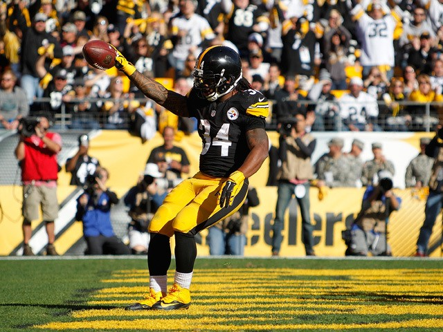 DeAngelo Williams #34 of the Pittsburgh Steelers celebrates a 2nd quarter touchdown during the game against the Oakland Raiders at Heinz Field on November 8, 2015