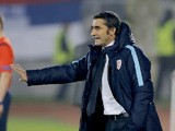 Athletic's head coach Ernesto Valverde gestures during the UEFA Europa League Group L football match between Partizan and Athletic Bilbao at the FK Partizan Stadium on October 22, 2015