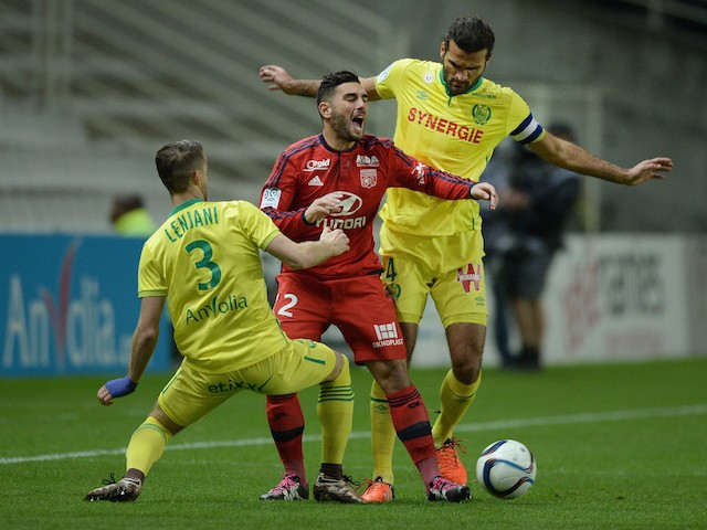 Lyon's French midfielder Jordan Ferri (C) vies with Nantes' Albanian defender Ermir Lenjani (L) and Nantes' Venezuelian defender Oswaldo Vizcarrondo during the French L1 football match between Nantes and Lyon on December 1, 2015 at the Beaujoire stadium i
