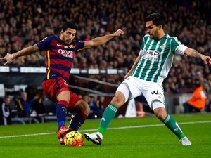 Luis Suarez and Juan Vargas in action during the game between Barcelona and Real Betis on December 30, 2015