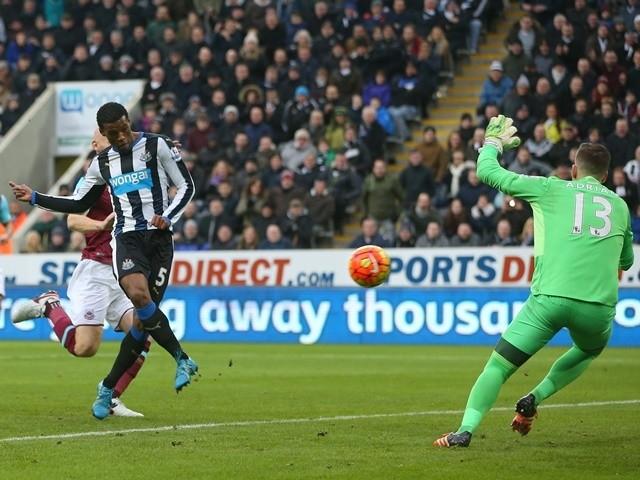 Georginio Wijnaldum of Newcastle United scores his team's second goal against West Ham United at St James' Park on January 16, 2016
