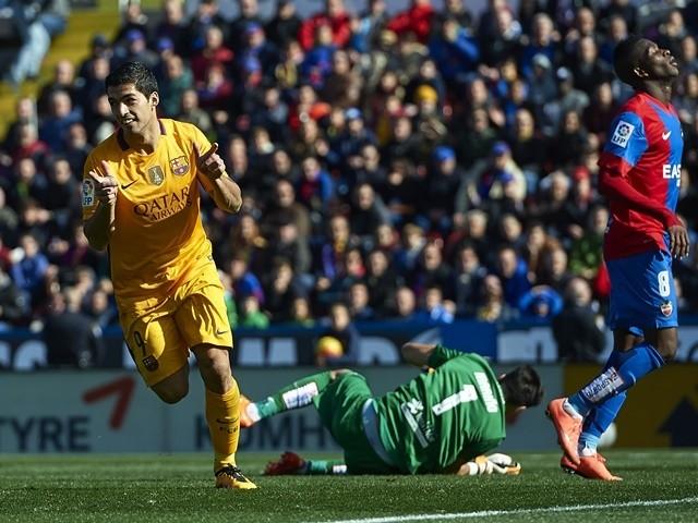 Luis Suarez celebrates during the La Liga match between Levante and Barcelona on February 07, 2016