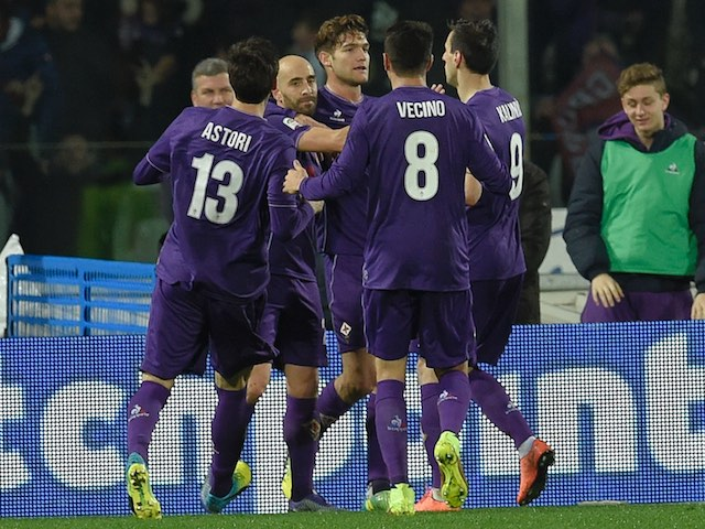 Borja Valero celebrates with teammates after scoring during the Serie A game between Fiorentina and Inter on February 14, 2016