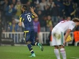 Fenerbahce's Souza celebrates scoring during the Europa League round-of-32 first leg against Lokomotiv Moscow  on February 16, 2016
