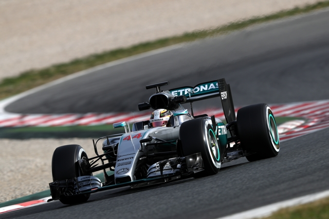 Mercedes lewis Hamilton day 1 feb 2016 testing